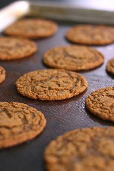 손바닥만한? 츄~~이시러운 자이언트 진저쿠키 - 아껴먹기?^^ : 네이버 블로그 Confectionery, Cookies, Desserts, Foods, Dessert Ideas, Food Food, Crack Crackers, Tailgate Desserts, Deserts