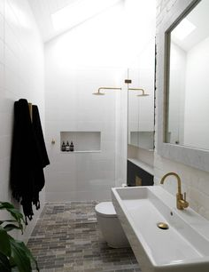 Interiors | alwill  #bathroom #gold #white