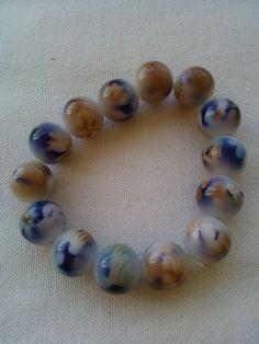 Η δύναμη και η διαχρονική αξία της χάντρας. Βραχιόλια με χάντρες σε ελαστικό νήμα χωρίς κούμπωμα. Beaded Bracelets, Jewelry, Fashion, Moda, Jewlery, Jewerly, Fashion Styles, Pearl Bracelets, Schmuck