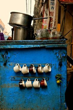 Tea Stall India Loved the cups, the glasses, the utensils and the colors here, taken in Old Delhi on a Sunday morning. Indian Milk, Stall Decorations, Indian Garden, Indian Photoshoot, Amazing India, Food Stall, Chai, Tea Cups, Photography