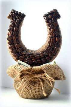 Поделки из шпагата - Coffee Bean Art, Coffee Beans, Burlap Rosettes, Burlap Wreath, Crafts To Make, Arts And Crafts, Diy Crafts, Crochet Leaves, Coffee Crafts