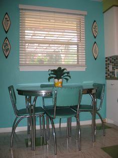 love this vintage kitchen look ... exact table 'n chairs in Nan's kitchen ... GOOD memories
