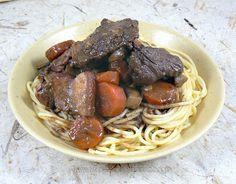Bœuf bourguignon Spaghetti, Ethnic Recipes, Food, Beef Bourguignon, Meat, Dish, Kitchens, Meal, Hoods
