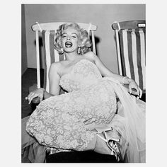 Marilyn On Deckchair 24x30 now featured on Fab.