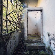 """Abandoned WC #廃便所ハンター #廃便所 #abandoned #廃墟"""