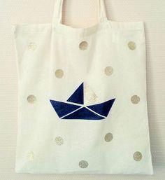 """[New] Création de tote bag, en série limitée pour cet l'été ⛵🐚🌞🌊 Modèle """"Cap Ferret """" ➡ Lien dans ma bio!  #november #accessoires #faitmain #handmade #totebag #petitbateau #origami #poisdorés #paillettes #glitter #passionpaillette #perfectforsummer #capferret #pourlaplage"""