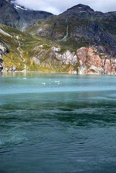 ✮ Ice flows in the emerald waters of Glacier Bay, Alaska