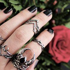 Hysminai Single Wishbone Thorn Ring