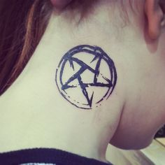 Star Tattoo Designs et Signification Home Tattoo, Heidnisches Tattoo, Tattoo Hals, Dark Tattoo, Piercing Tattoo, Neue Tattoos, Music Tattoos, Star Tattoos, Body Art Tattoos