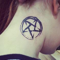Star Tattoo Designs et Signification Home Tattoo, Heidnisches Tattoo, Tattoo Hals, Dark Tattoo, Piercing Tattoo, Tattoo Life, Neue Tattoos, Music Tattoos, Star Tattoos
