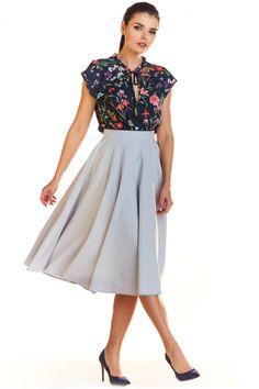 Fusta eleganta gri cu lungime medie si pliuri.Este accesorizata cu doua buzunare laterale, iar croiala stil clos pune in evidenta talia. Waist Skirt, Midi Skirt, High Waisted Skirt, Satin, Spandex, Casual, Skirts, Dresses, Fashion