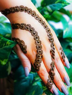 Pick a design and leave it on our Mehendi Expert. Plan your wedding with us now at Bookeventz! Simple Mehndi Designs Fingers, Henna Tattoo Designs Simple, Basic Mehndi Designs, Latest Henna Designs, Stylish Mehndi Designs, Mehndi Designs 2018, Mehndi Designs For Beginners, Mehndi Designs For Girls, Mehndi Design Photos
