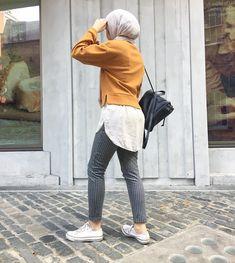 Fashion 2019 New Moda Style - fashion Street Hijab Fashion, Muslim Fashion, Modest Fashion, Street Outfit, Women's Fashion, Fasion, Modest Dresses, Modest Outfits, Modest Clothing