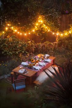 With chic decor and the best booze, mains and dessert on the block, we have your summer backyard bbq covered. Film Marathon, San Francisco At Night, Night Picnic, Outdoor Dinner Parties, Outdoor Entertaining, Garden Picnic, Outdoor Dining, Outdoor Decor, Outdoor Lighting
