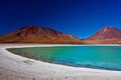 Laguna Verde - Lagoa na Bolívia muda de cor conforme o vento.  Copyright: LaiQuocAnh/ Shutterstock