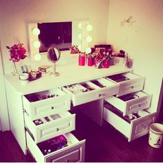 Makeup vanity desk and drawers