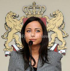 グルジアの首都ツビリシ(Tbilisi)で公務へ向かうベラ・コバリア(Vera Kobalia)経済・持続的発展相(2010年7月3日撮影)。(c)AFP/ZVIAD NIKOLAISHVILI ▼30Jul2010AFP|グルジアの美人大臣、セクシー写真がスキャンダルに http://www.afpbb.com/articles/-/2744290 #Georgia #Gurcustan #Gurcistan #Georgie #Georgien #Tbilisi #Kobalia #Vera_Kobalia
