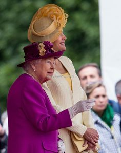 Queen Elizabeth II and Queen Letizia of Spain at the official welcome ceremony on Horseguards Parade during a State visit by the King and Queen of Spain on July 12, 2017 in London, England. This is the first state visit by the current King Felipe and Queen Letizia, the last being in 1986 with King Juan Carlos and Queen Sofia.