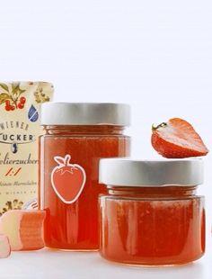 Erdbeer-Rhabarber Marmelade, das Video zur Herstellung findest du hier: https://www.youtube.com/watch?v=A3nm0iyB4-A (Rezept, Einkochen, Einmachen, Marmelade, Konfitüre, Gelierzucker, Selbstgemacht)