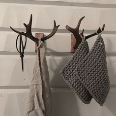 Deer Antler Crafts, Antler Art, Freedom House, The Home Edit, Scandinavian Home, Rustic Interiors, Valentine Crafts, House In The Woods, Diy Home Decor