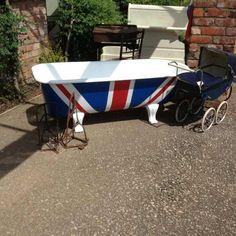 OMG!!!! Union Jack Clawfoot Tub!!!! WANT!!