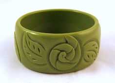 Vintage Pea Green Molded Plastic Wide Chunky Bangle Foliate