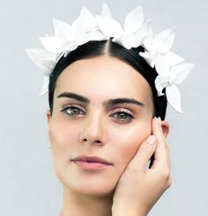 Embossed White Faux Leather Floral Crown by AshleeLaurenDesigns Melbourne Cup Fashion, Pelo Vintage, Races Outfit, Spring Racing, Races Fashion, Floral Headpiece, Floral Crown, Wedding Hair Accessories, White Leather