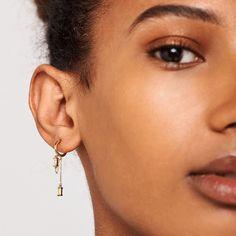 """MALA - THE CONCEPT STORE auf Instagram: """"Happy Weekend mit unserem Prêt-à-Porter Schmuck 💁🏽 #jewelry #earings #earingsoftheday #pretaporter #schmuck #malatheconceptstore #pdpaola"""" Bridal Earrings, Women's Earrings, Silver Earrings, Argent Sterling, Sterling Silver, Letter Earrings, Talisman, Dainty Jewelry, Jewlery"""