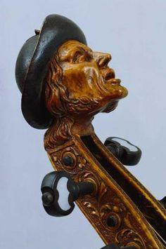 Tenor-Viola da gamba, 1672 - Kopf Thomas Edlinger d. Ä. Augsburg 1672 Viole in der Ausstellung Das Barock aus der Instrumenten-Sammlung Paul de Wit (via Musikinstrumentenmuseum der Universität Leipzig)