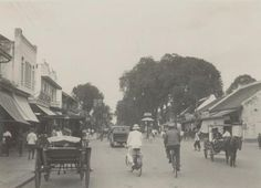 Discover the world through photos. Dutch East Indies, Semarang, Yogyakarta, Medan, Antique Maps, Historical Pictures, Most Romantic, Old Photos, Places To Visit
