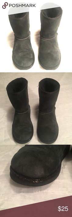 UGG Australia Classic Short Black Leather Boots 😍 Black size 5 UGG Australia Boots. Not in perfect condition as there are some dings that are depicted in the pictures, but they are in pretty good condition. UGG Shoes Winter & Rain Boots