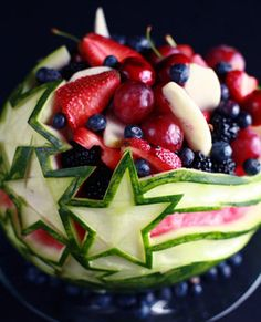 How to Carve a Watermelon - Stars and Stripes - Ideas for Carving Food - # Carving # Ideas # Carving # Stars # Stripes - - # Carving # Carving # Ideas # Stars # . Watermelon Bowl, Watermelon Carving, Carved Watermelon, 4th Of July Watermelon, Fruit Recipes, Cooking Recipes, Cooking Tips, Food Carving, Pumpkin Carving