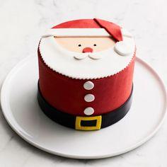 We Take the Cake Santa Cake Christmas Cake Designs, Christmas Cake Decorations, Christmas Cupcakes, Christmas Sweets, Christmas Baking, Cake Decorating Techniques, Cake Decorating Tips, Bolo Hello Kitty, We Take The Cake