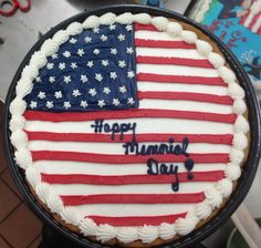 Flag cookie cake Giant Cookie Cake, Giant Cookies, Cookie Cakes, Big Cookie, Cookie Frosting, Fun Cookies, Cupcake Cakes, Cupcakes, Cookie Cake Decorations