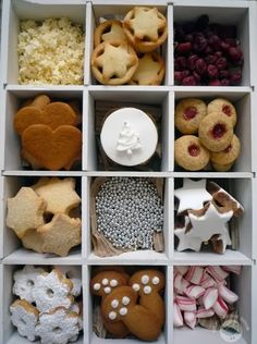 Stunning Picz: Christmas Cookies And Candies Christmas Cookie Boxes, Christmas Biscuits, Noel Christmas, Christmas Goodies, Holiday Cookies, Christmas Desserts, Christmas Treats, Holiday Treats, Holiday Recipes