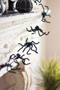 Halloween Spider Garland - made from pipe cleaners!