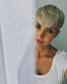 Was ist denn das heute für ein Wetter ☔️ Wünschen euch trotzdem einen schönen Samstag  hoffe ihr macht alle was schönes.  #me #lights #photo #photography #photooftheday #face #eyes #lips #beauty #beautyful #love #amazing #weekend #saturday #rainyday #misssummer #shorthair #pixie #pixies #pixiecut #undercut #blonde #hairstyle #influencer #fashion