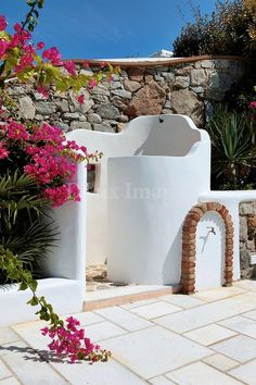 Outdoor shower....reminds me of Mexico:)