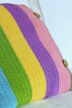 Çizgili Tığ İşi Yastık / Striped Crochet Cushion