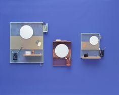 Scopri Portaoggetti da parete Pinorama S -/ H 50 cm - Specchio Ø 26 cm / Con 4 accessori, Rosso di Hay, Made In Design Italia