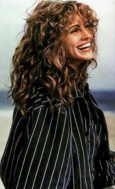 Cabello Julia Roberts, Julia Roberts Hair, Julia Roberts Style, Curly Bangs, Short Curly Hair, Curly Girl, Curly Hair Styles, 90s Hairstyles, Trending Hairstyles