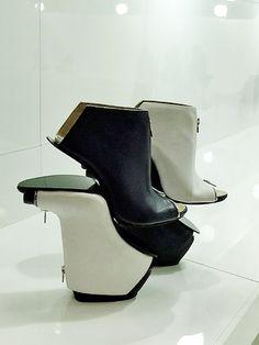 Schuhkunst von Carolin Holzhuber - conjoined illusions - Shoe Art DESIGN GDS 2015 Trendsetter High Heels