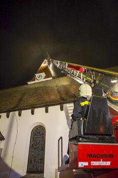Extremes Unwetter - Kirchturmbrand in Dross! Espresso Machine, Coffee Maker, Kitchen Appliances, Home, Environment, Coffee Maker Machine, Cooking Ware, Coffee Percolator, Home Appliances