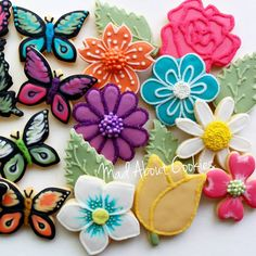 Pretty Flowers & Butterflies  ▪ #flowers #butterflies #edibleart #sugarcraft #sugarcookies #sugarart #customcookies #decoratedcookies #cookies #biscoitosdecorados #confeitaria #picoftheday #marthabakes #bomdia #instacookies #toronto #artshub #instasweet #torontofood #customcookies #mycupcakeaddiction #torontocookies #madebyme #encontrandoideias #nomnom #cookie #handmade #artwork #madaboutcookies