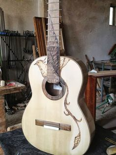 BEAUTIFUL!!!! ME WANT!!!!!From the origin site: Our great friend Miguel Moreno, sends us this beautiful photograph, for all friends of THE SPANISH ASSOCIATION OF FLAMENCO GUITAR, take a look at this wonder. Greetings Maria Jose Sanz AEGF.