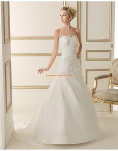 Schicke trägerlose A-linie Brautkleider aus Organza mit Perlenstickerei 109 EGEA | luna novias 2014