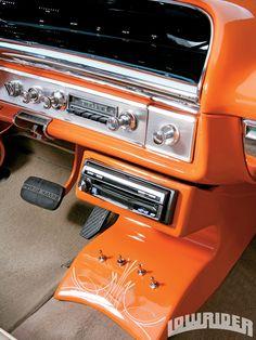 1964_Chevrolet_Impala_convertible-center_console...