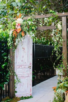 door leading to the ceremony / photo by thebigdayblog.com