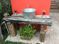 Lavamanos rústico para un ambiente natural. www.facebook.com/kfesdebarro