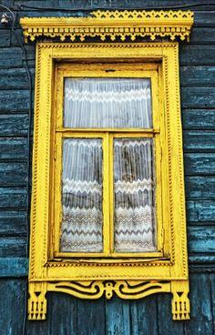 marco en amarillo